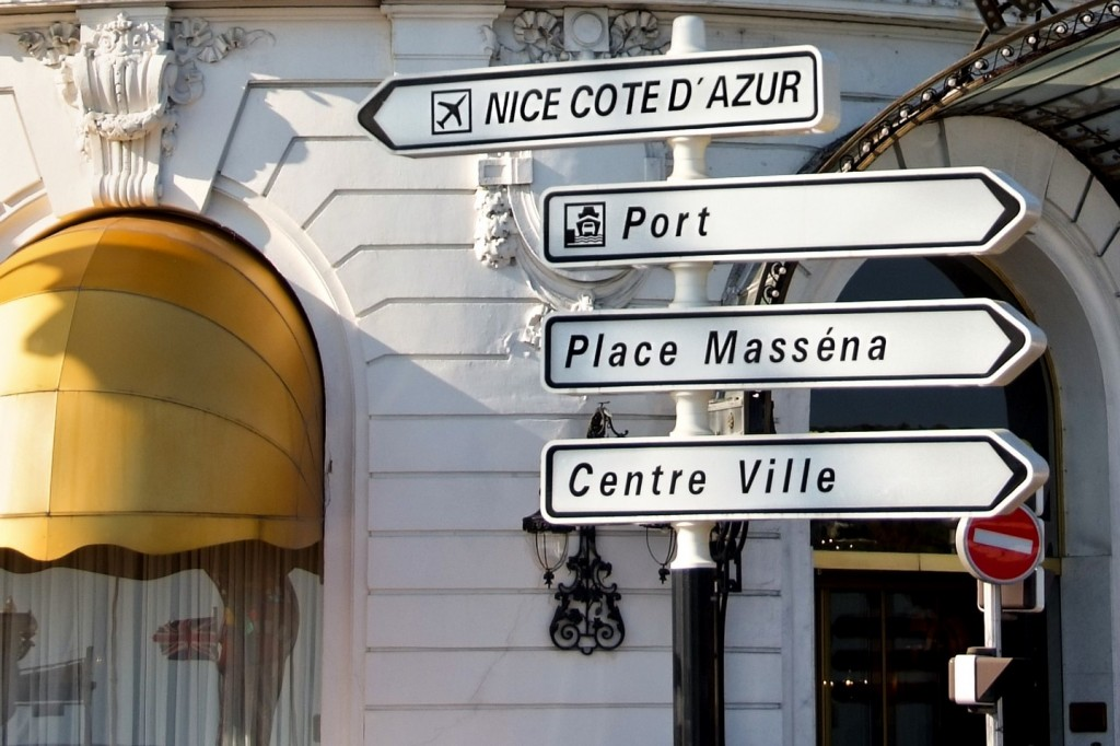 Nice road signs centre ville