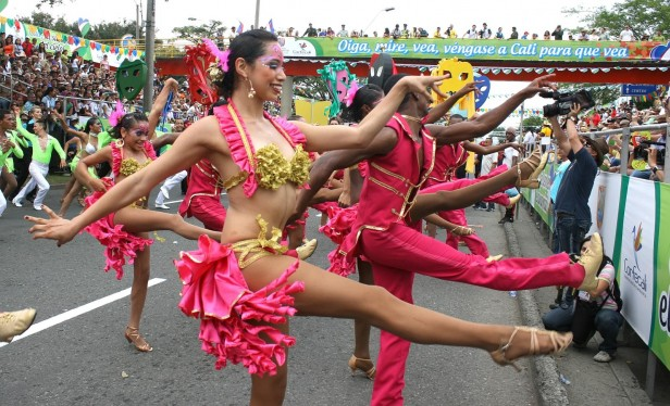 Dancers dressed in pink, Cali salsa festival