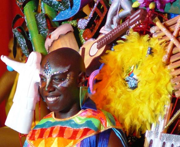 A colourful El Delirio cabaret performer