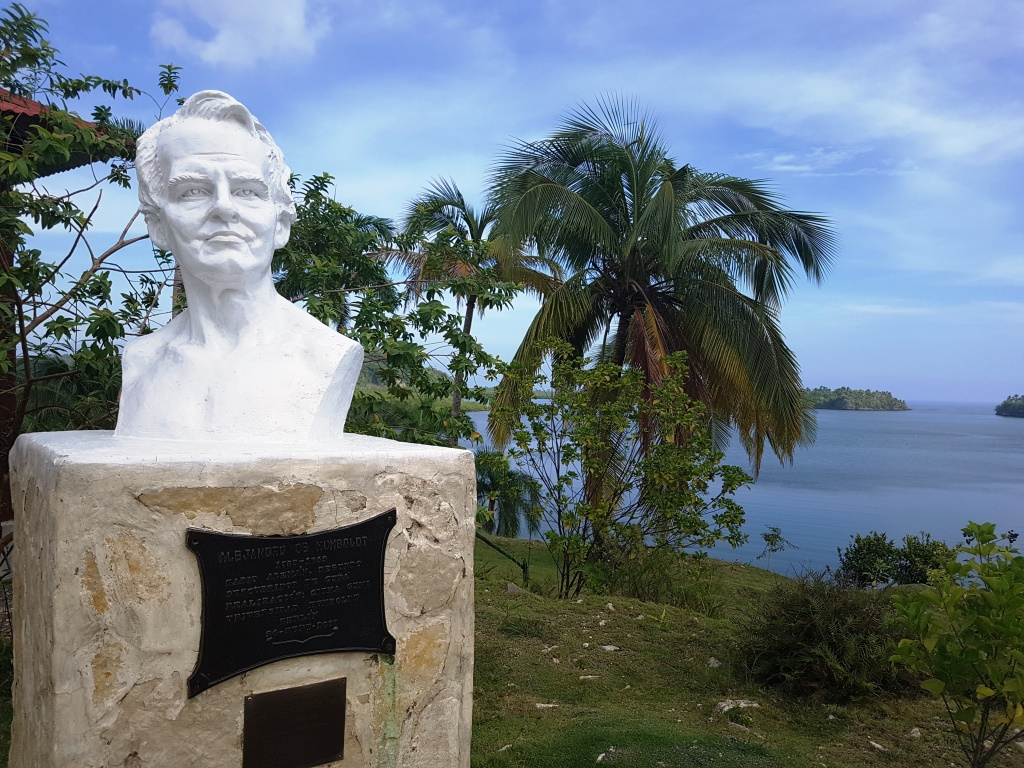white bust of jose marti and palm trees