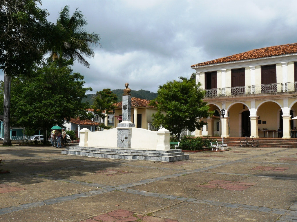 Taking a tour of Vinales town centre | Best things to do in Vinales